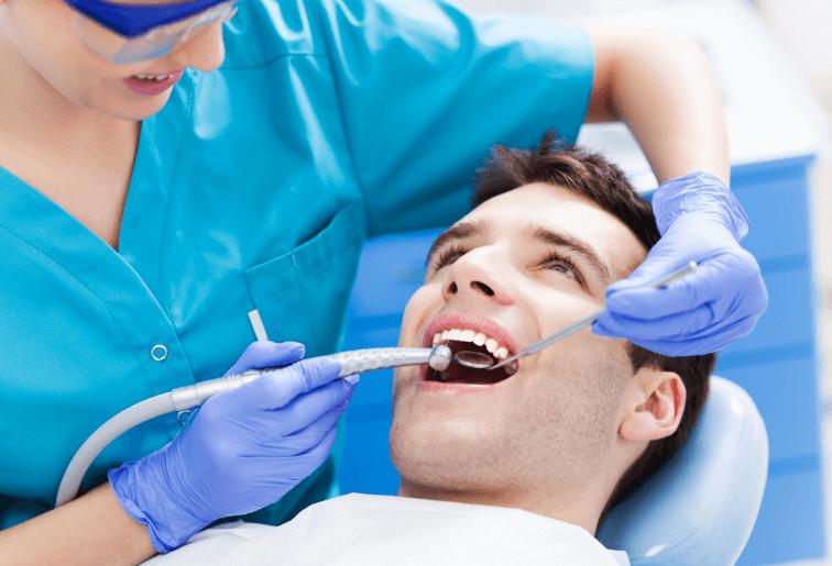 歯科衛生士による歯石除去