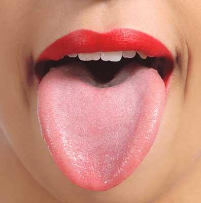 綺麗なピンク色の舌