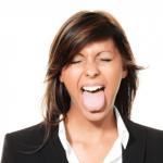 男女とも更年期障害が原因で舌苔ができる!更年期のドライマウス症を改善する方法